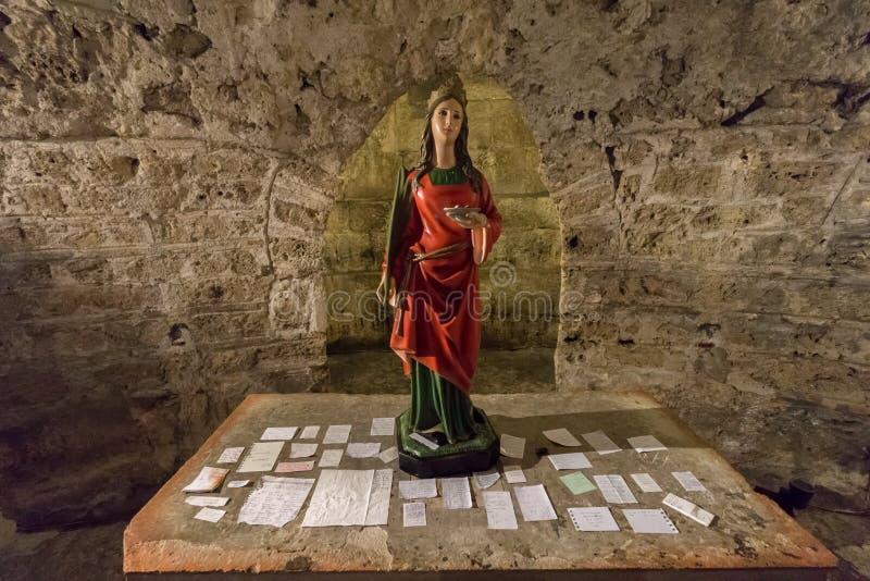 在法坛的祷告在圣露西` s土窖 库存图片