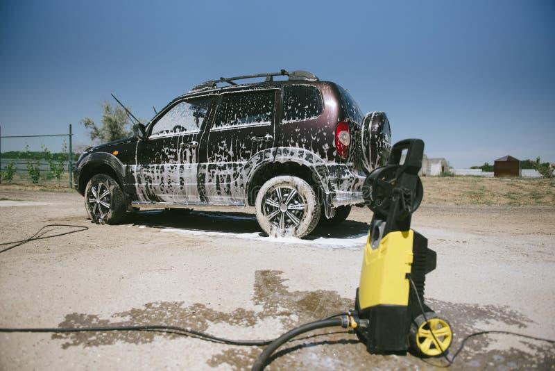 在泡沫的汽车 E 在泡沫的汽车从洗涤剂 库存图片