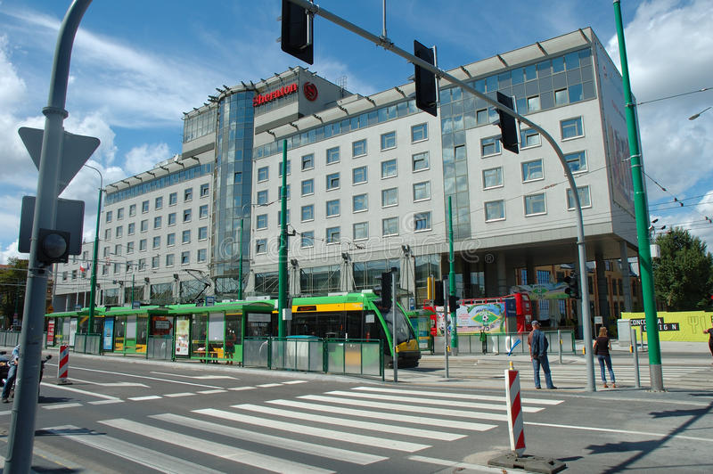 在波兹南,波兰调整在旅馆前面的中止 免版税图库摄影