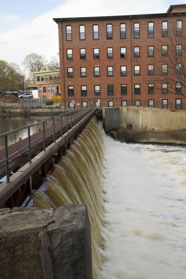 在波士顿制造企业的水坝在Waltham, Massachusett 免版税库存照片