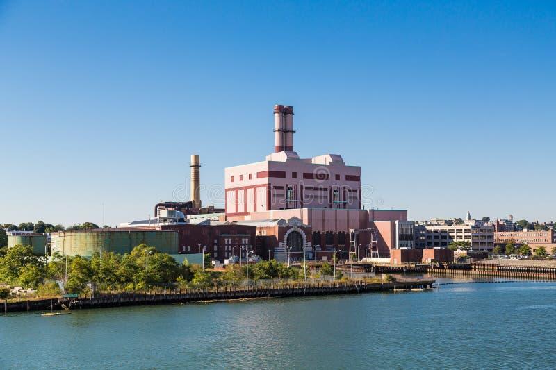 在波士顿附近的巨型的能源厂 免版税库存照片