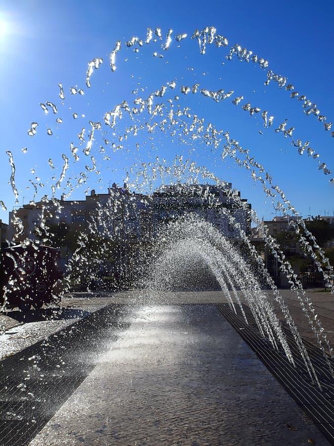 在波尔蒂芒印象深刻的城镇厅的喷泉在葡萄牙 库存照片