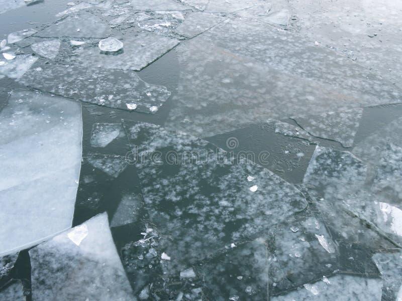 在波托马克河的冰在1月 免版税库存图片