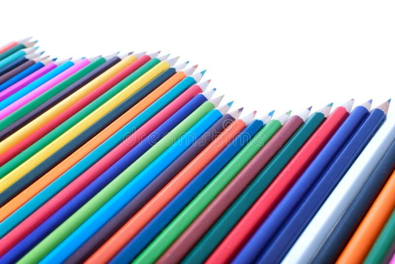 在波浪形状的五颜六色的铅笔  库存例证
