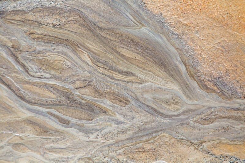 在波罗的海岸的美好的沙子样式  沙子抽象,五颜六色的背景在海滩的 免版税库存照片