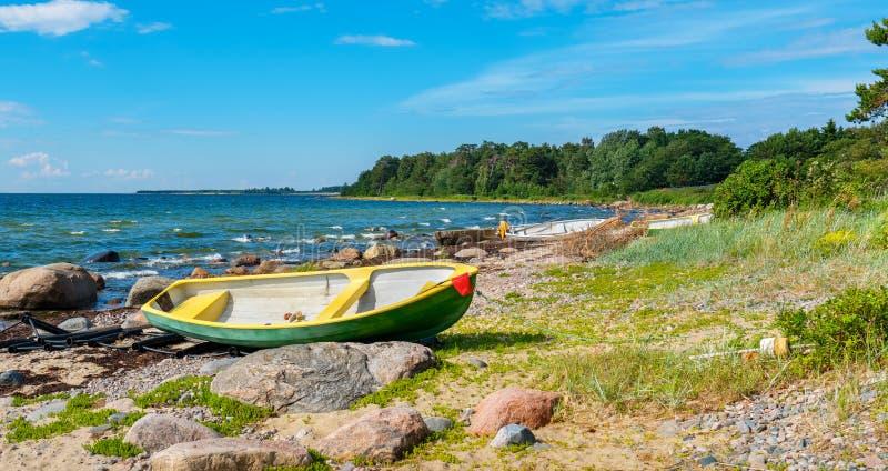 在波罗的海海岸爱沙尼亚,欧盟的小船 免版税库存照片
