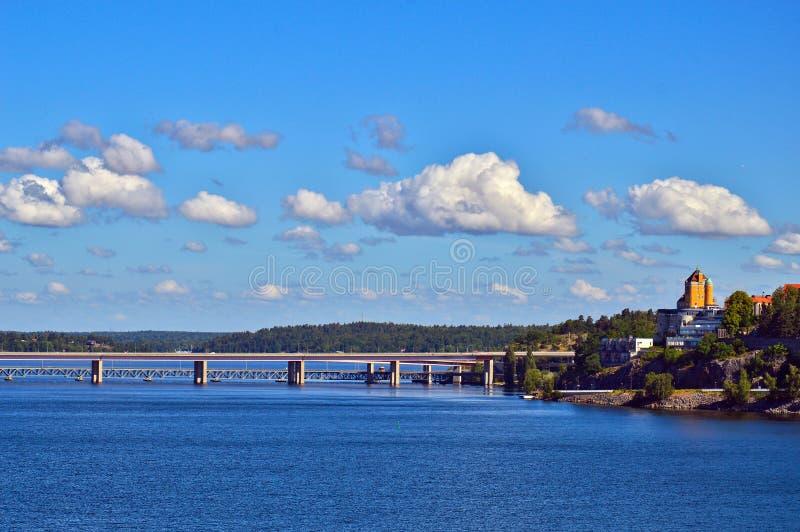 在波罗的海,瑞典跨接连接斯德哥尔摩群岛两个瑞典海岛  库存照片