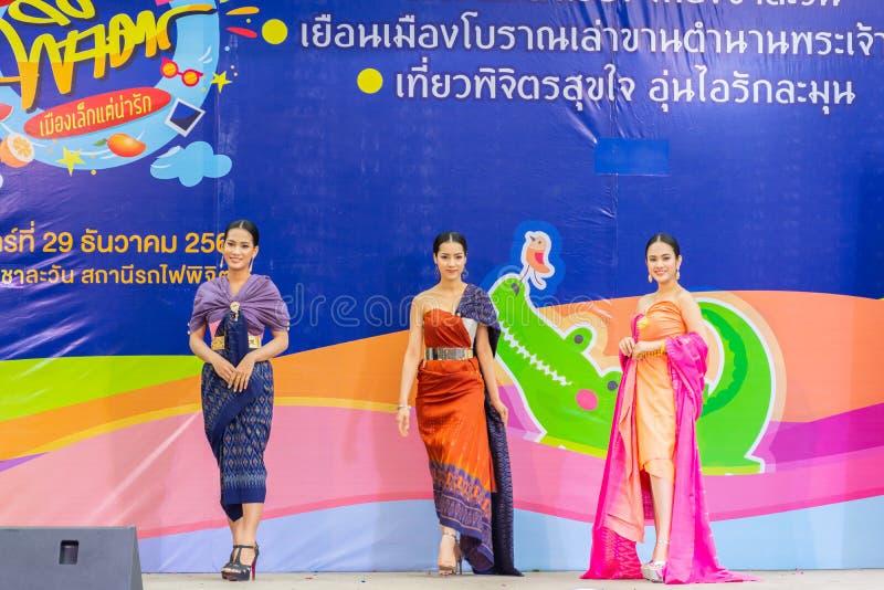 在泰国传统服装的美好的模型 库存照片