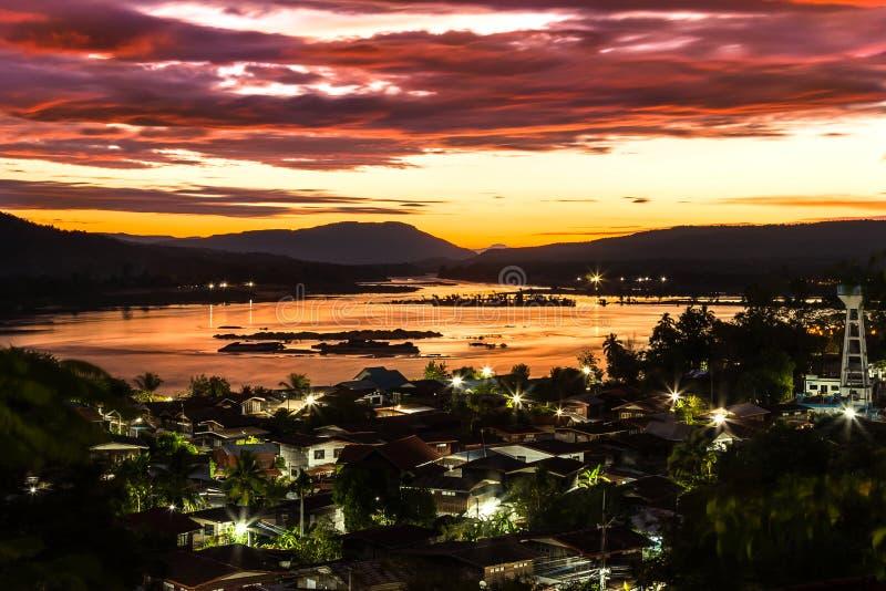 在泰国和老挝的湄公河边界的日出 免版税图库摄影
