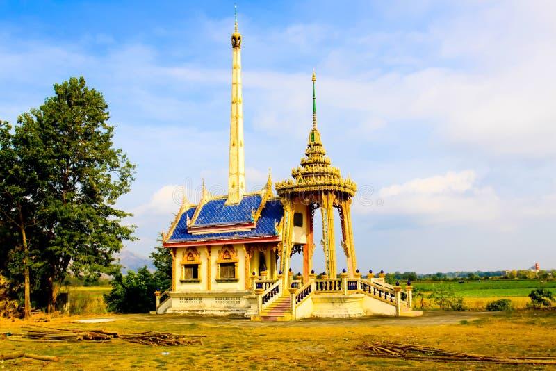 在泰国地方的wat里面的火葬场 免版税库存照片