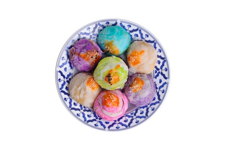 在泰国样式板材的五颜六色的中国酥皮点心月饼 库存照片