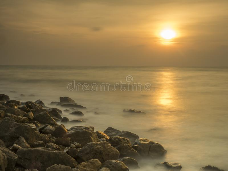 在泰国的南部的石海岸 免版税库存图片