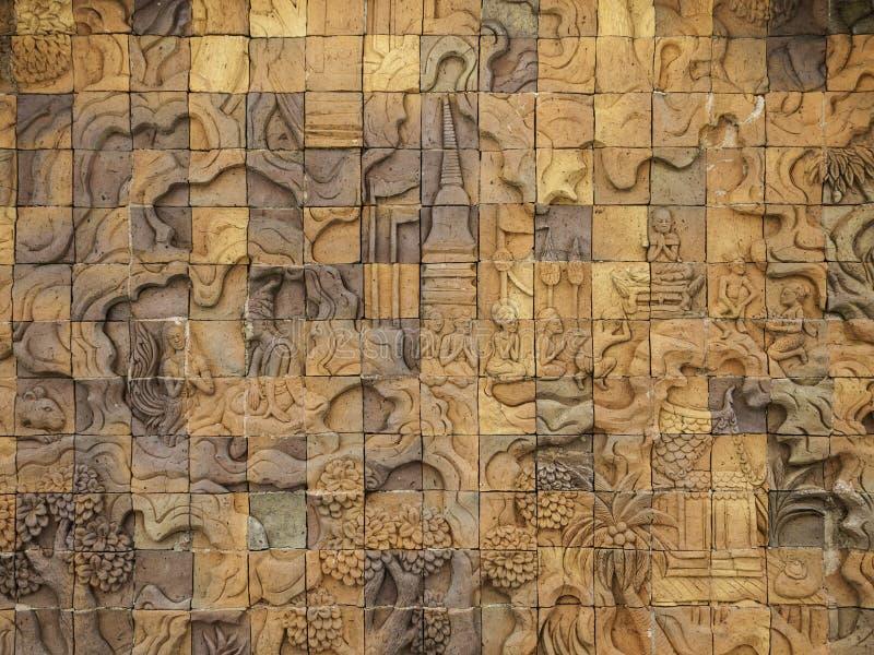 在泰国的寺庙的被雕刻的墙壁雕塑 免版税库存照片