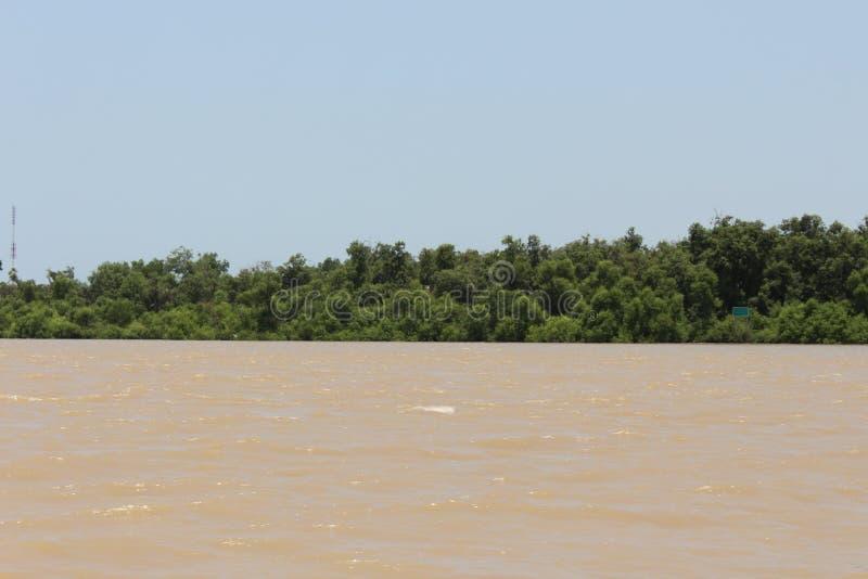 在泰国风景的透视在河附近 免版税库存照片