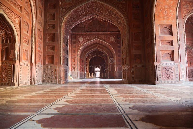 在泰姬陵复合体的清真寺里面,阿格拉,印度 免版税库存图片