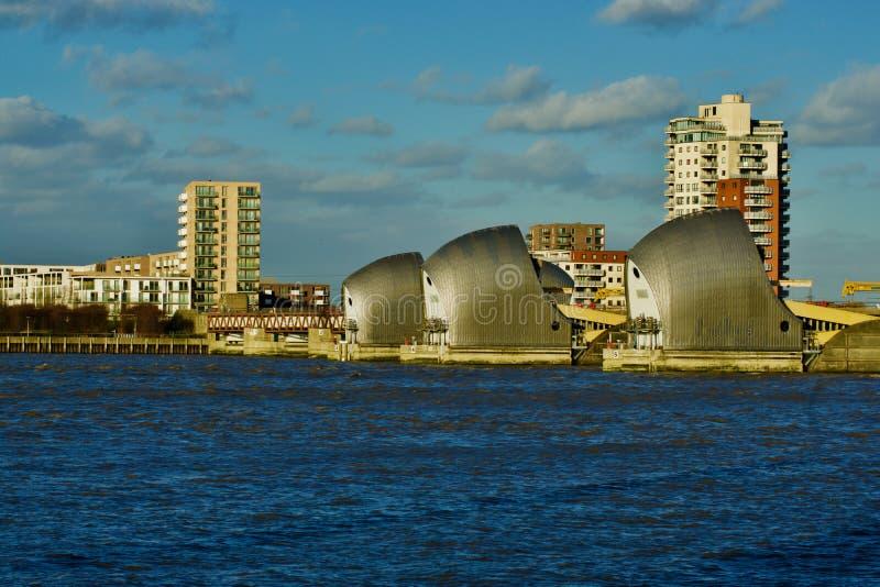 在泰晤士河的伦敦泰晤士障碍 免版税库存图片