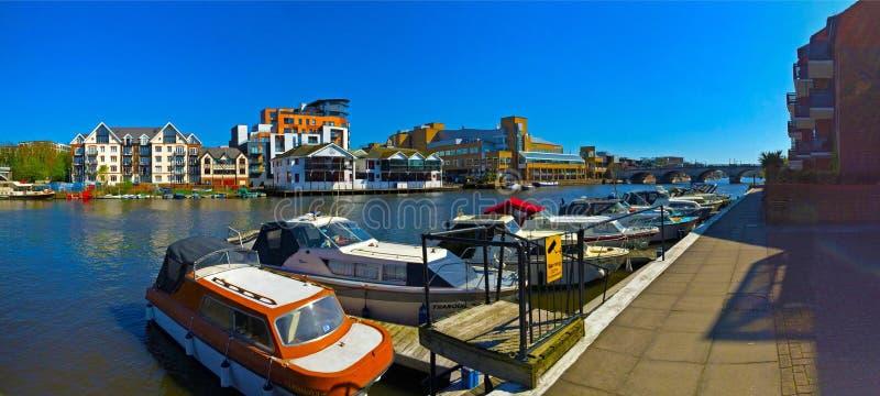 在泰晤士河的小船 免版税图库摄影