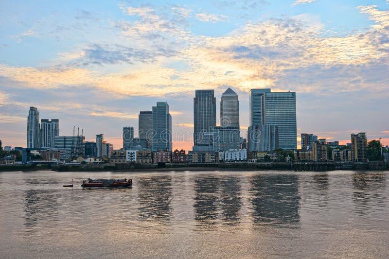 在泰晤士英国码头的黄雀色英国伦敦 图库摄影