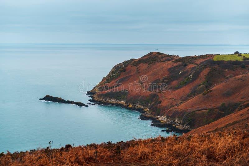 在泽西的海岛上的峭壁在英吉利海峡 库存图片