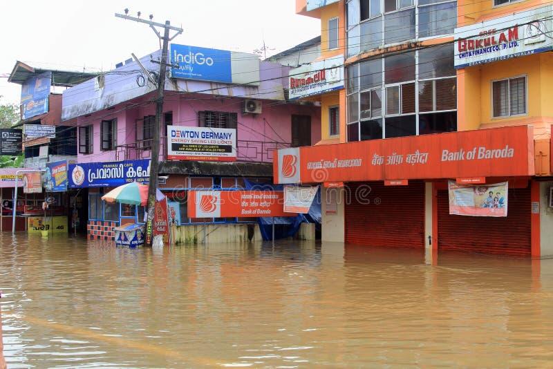 在洪水和大厦淹没的商店 图库摄影