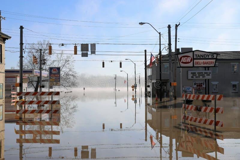 在洪水的清早雾在极光,印第安纳 免版税库存照片