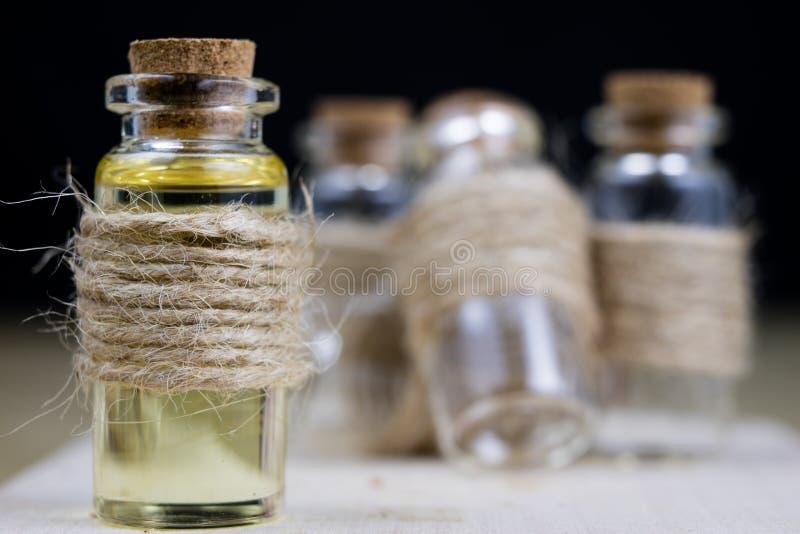 在流行性感冒期间的医治用的糖浆 医药ingredi特异性  免版税库存照片
