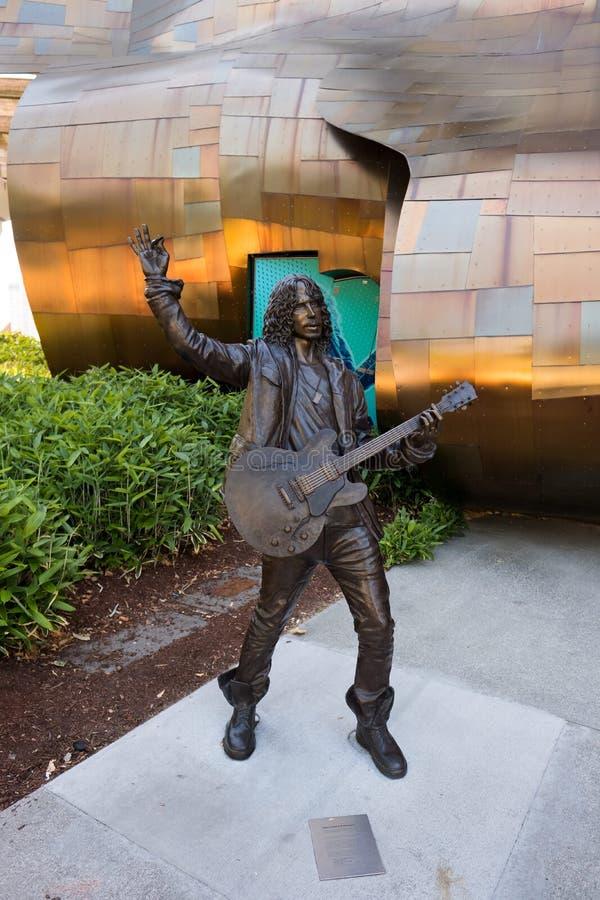 在流行文化博物馆的克里斯・康奈尔声音花园乐队雕象在西雅图 免版税库存照片