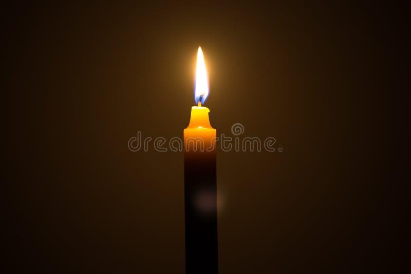 在浪漫感受的蜡烛光 免版税库存照片