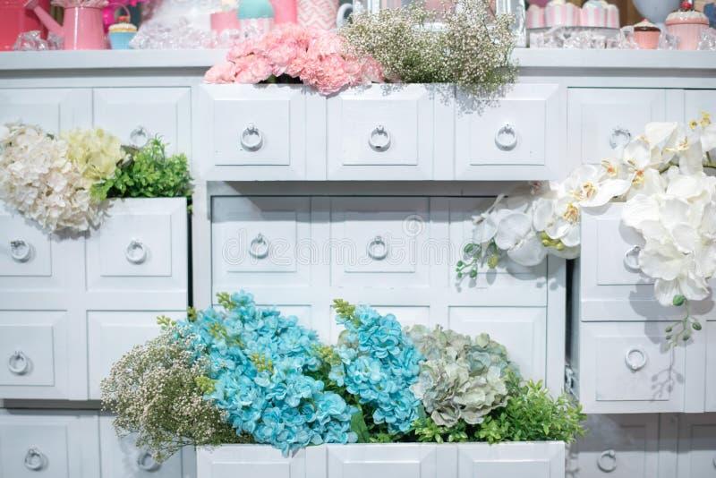 在浪漫样式装饰的花 库存照片