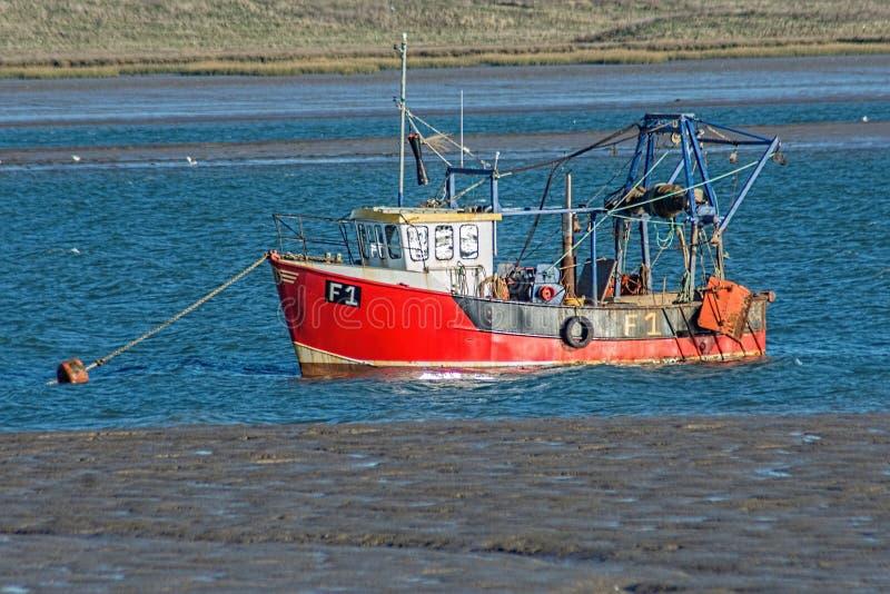 在浮体的渔拖网渔船 免版税库存图片