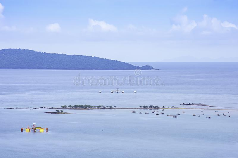 在海停放的渔船在Laem thian海滩在Chumphon,泰国 库存图片