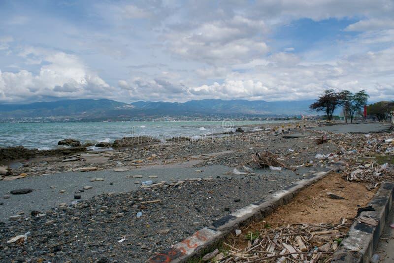 在海啸命中帕卢以后的海岸线损伤2018年9月28日 免版税库存图片