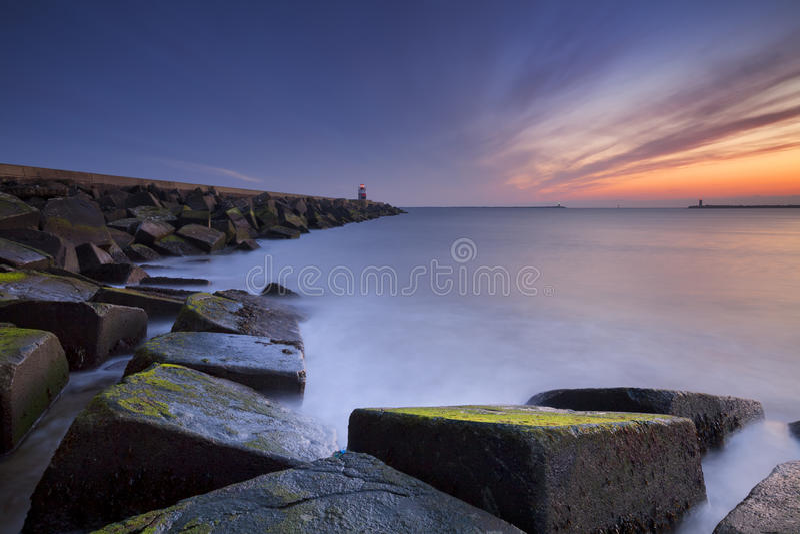 在海在IJmuiden附近,荷兰的日落 库存照片
