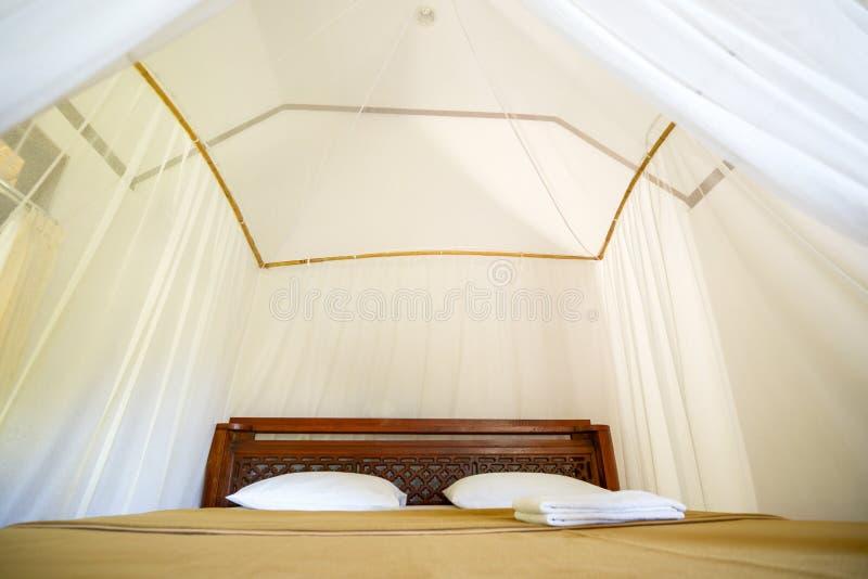 在海岛上的床旅馆在亚洲 免版税库存图片