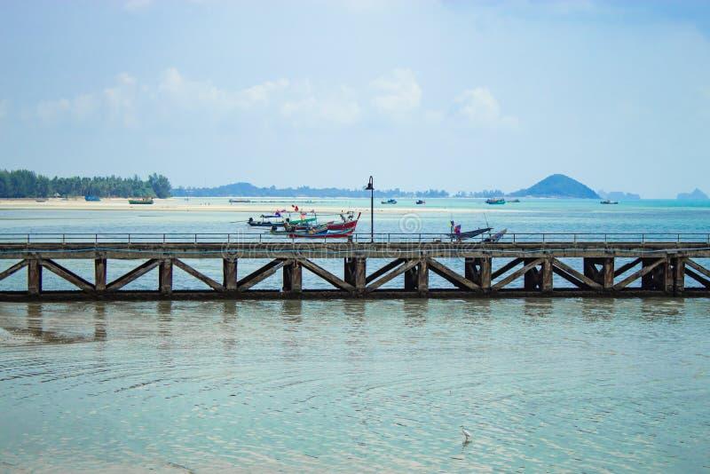 在海岛上的渔码头 图库摄影