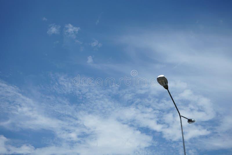 在海岛上的电灯在路中间在泰国 免版税库存图片