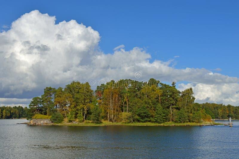 在海岛上的秋天 免版税库存图片