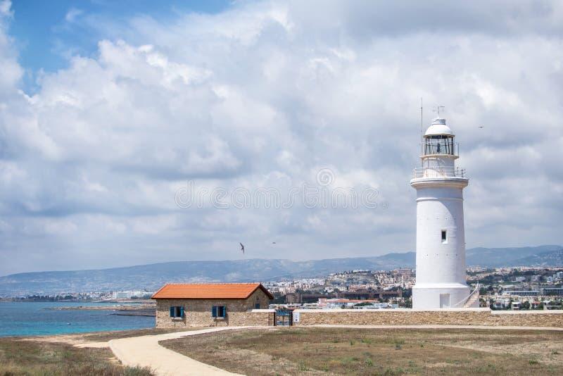 在海岛塞浦路斯上的灯塔,在老帕福斯附近 库存图片