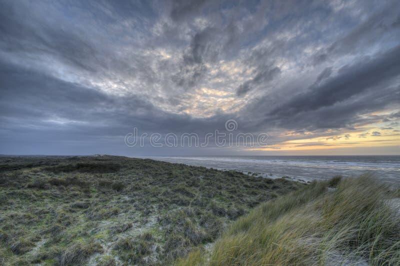 在海岛泰尔斯海灵岛的沙丘的日落在荷兰 免版税库存照片