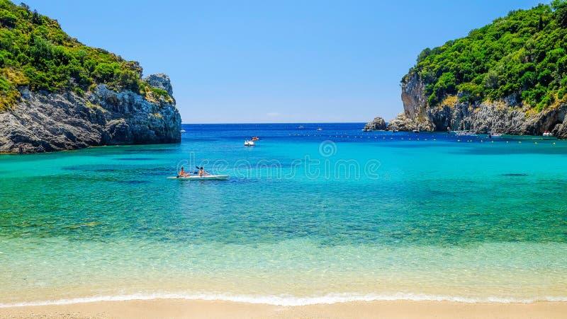 在海岛科孚岛,希腊上的海滩Paleokastritsa 免版税库存照片