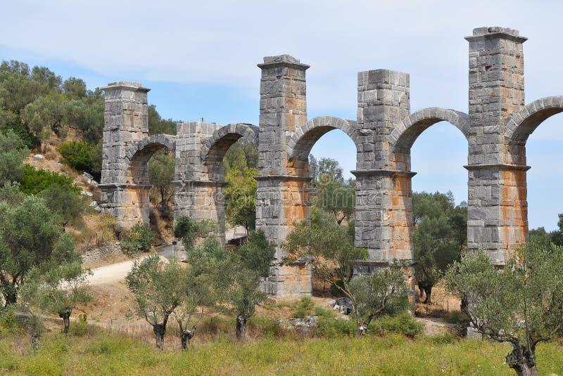 在海岛莱斯博斯岛,希腊上的罗马渡槽 免版税库存照片