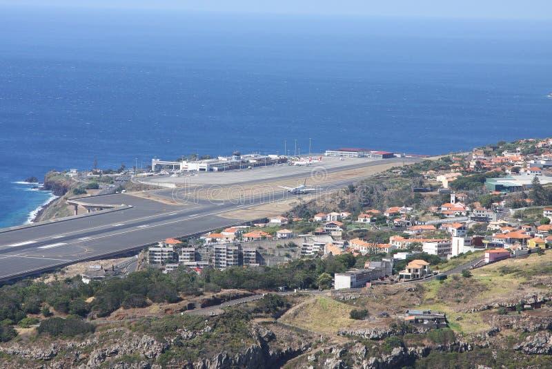 在海岛马德拉岛上的机场 免版税库存照片