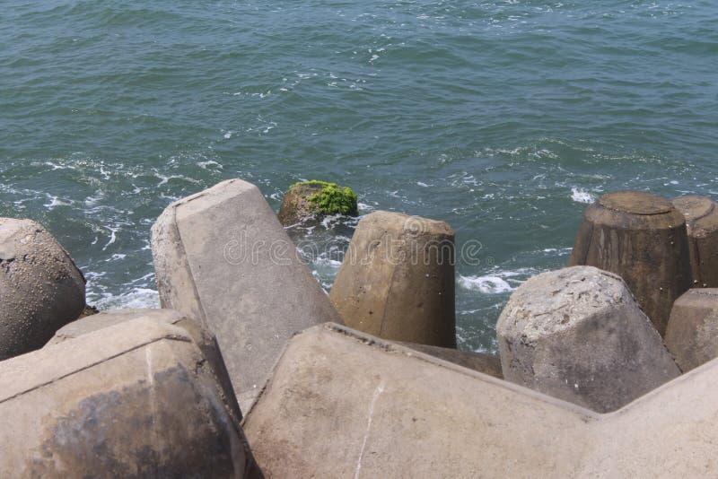 在海岸的一个松弛看法 免版税库存照片