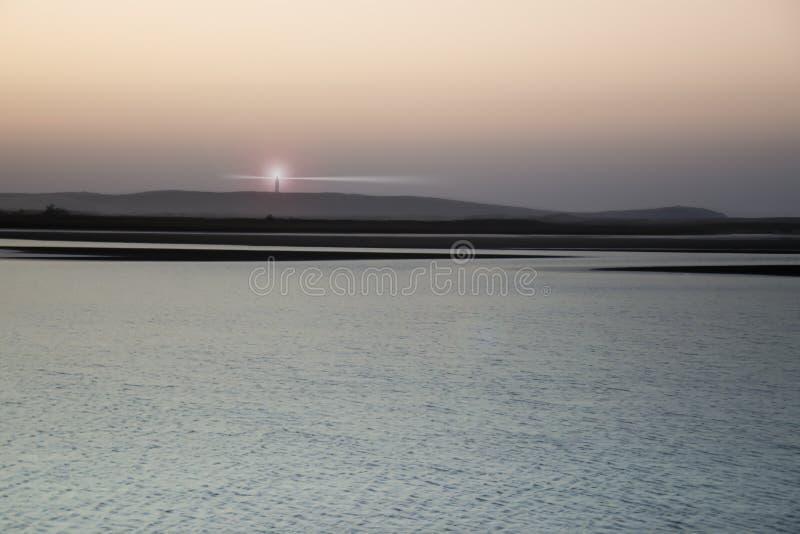 在海岸的日落 免版税库存照片