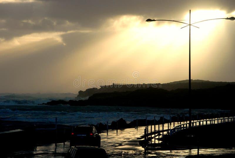 在海岸的晚风暴 库存图片