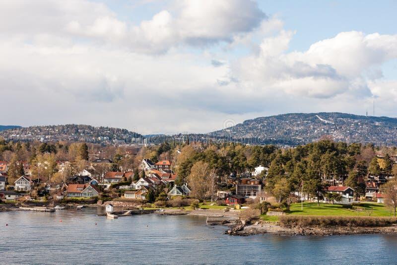 在海岸附近的海湾在奥斯陆 免版税库存照片