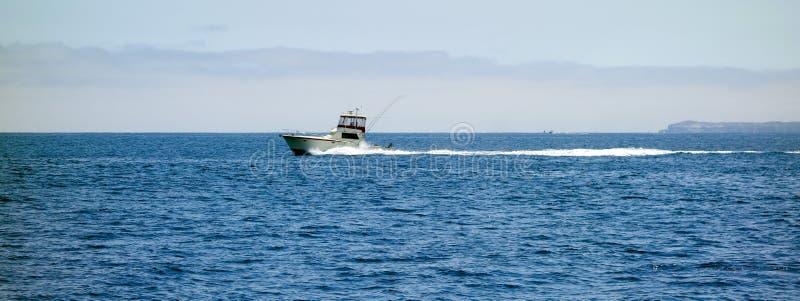 在海峡群岛,加利福尼亚附近的渔船 库存照片