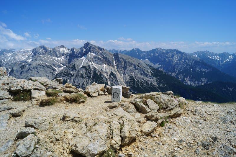 在海平面上的2300 m的海拔的镶边石在德国和奥地利之间 图库摄影