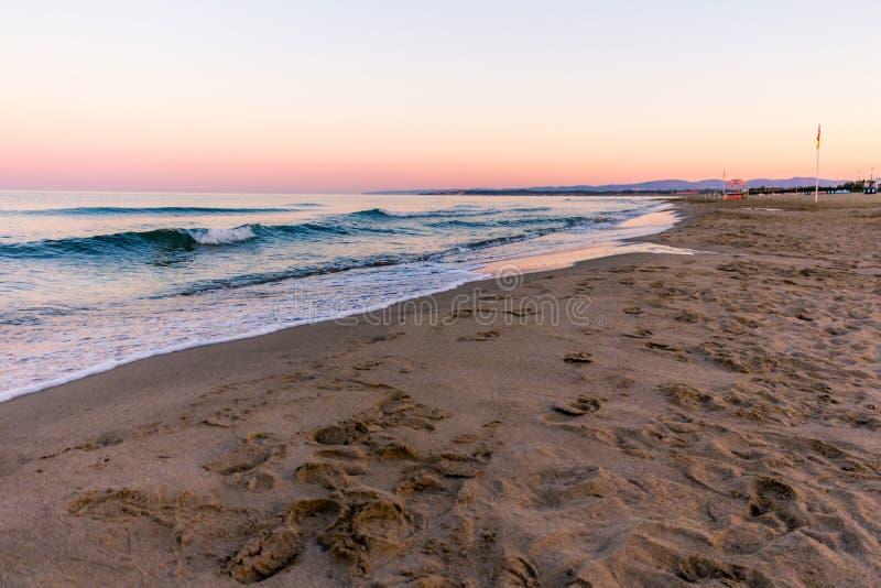 在海景的日出颜色 免版税库存图片