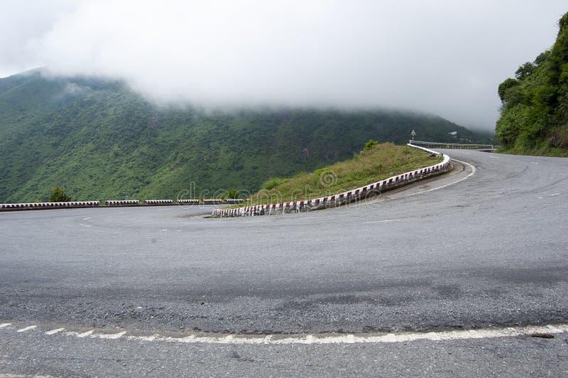 在海氏范通行证的山路在颜色 库存图片